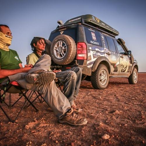 Surviving the flies of the red desert, Australia