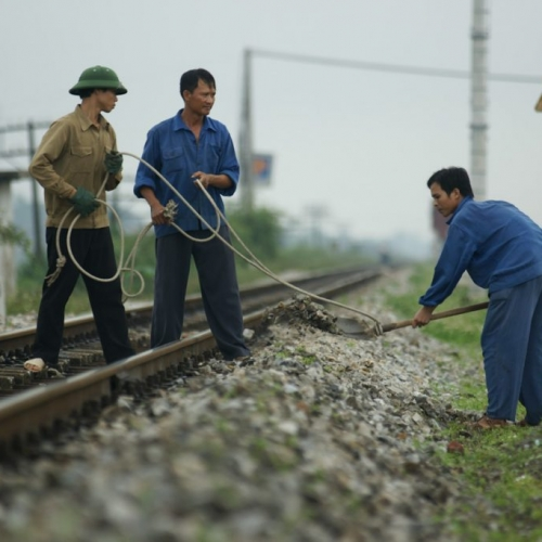 Vietnamese rail workers